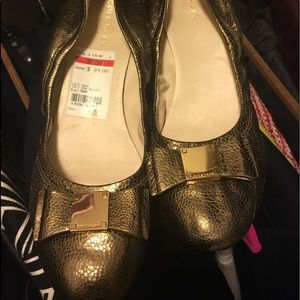 Pretty gold ballet flats. Used. Great condition.